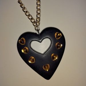 💎 Statement heart necklace